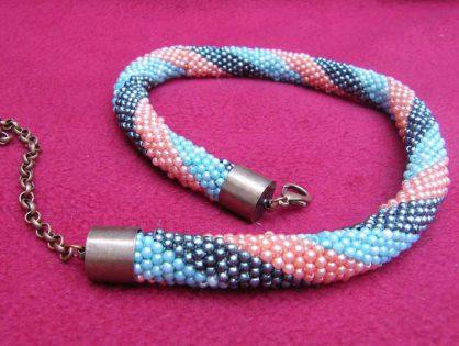 biżuteria ręcznie robiona, naszyjnik z koralików na szydełku