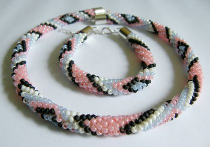 naszyjnik i bransoletka z koralików
