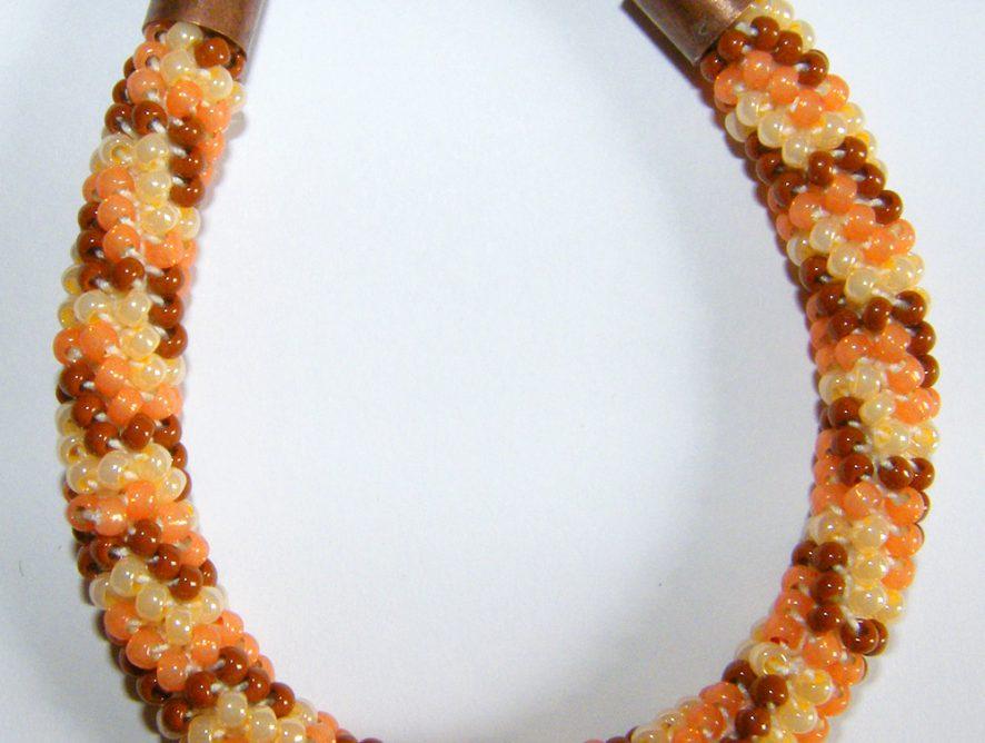 bransoletka z koralików na szydełku