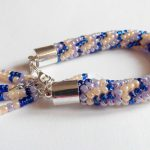 bransoletka z koralików ręcznie robiona na szydełku