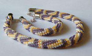 komplet biżuterii bransoletka i naszyjnik z koralików